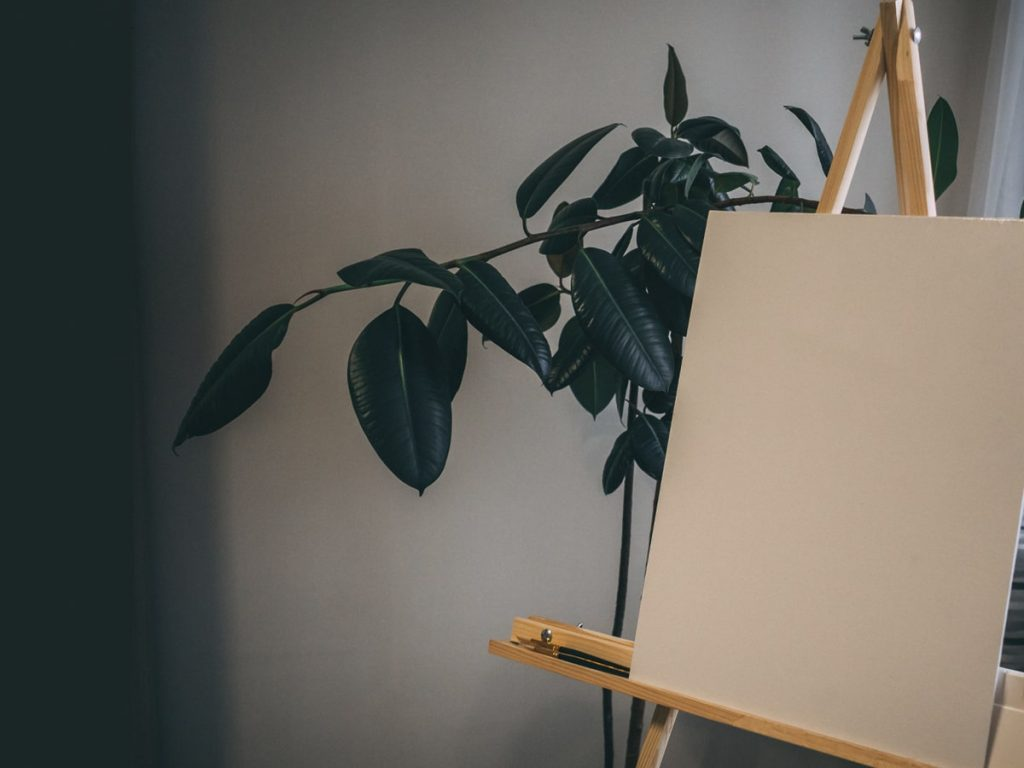 prepare a surface for oil painting