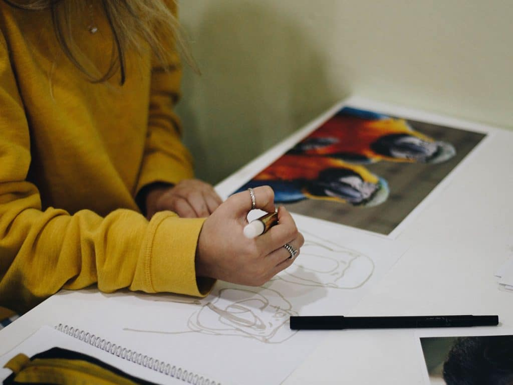 how to draw with coloured pencils: outline