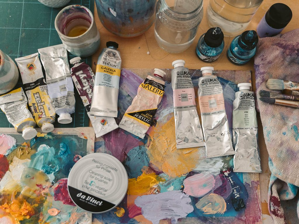Acrylic painting for beginners: studen grade paint